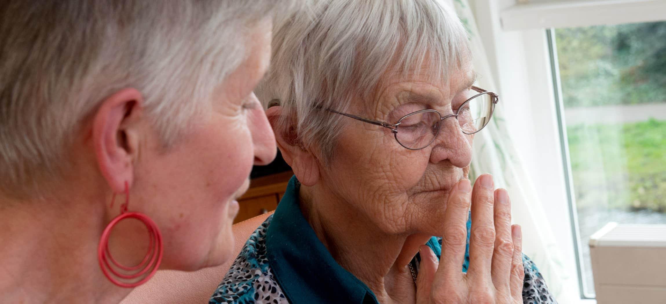 Troostende woorden voor verdrietige oudere vrouw