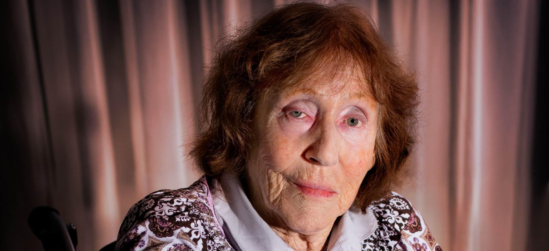 Mevrouw Weij (85) woont in verpleeghuis Rozenholm Aalsmeer - uit de serie Mensen van Amstelring