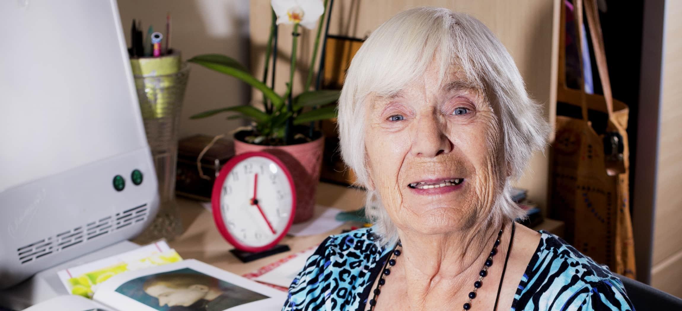 Mevrouw Griffioen woont in verzorgingshuis Eigen Haard Zwanenburg - uit de serie Mensen van Amstelring