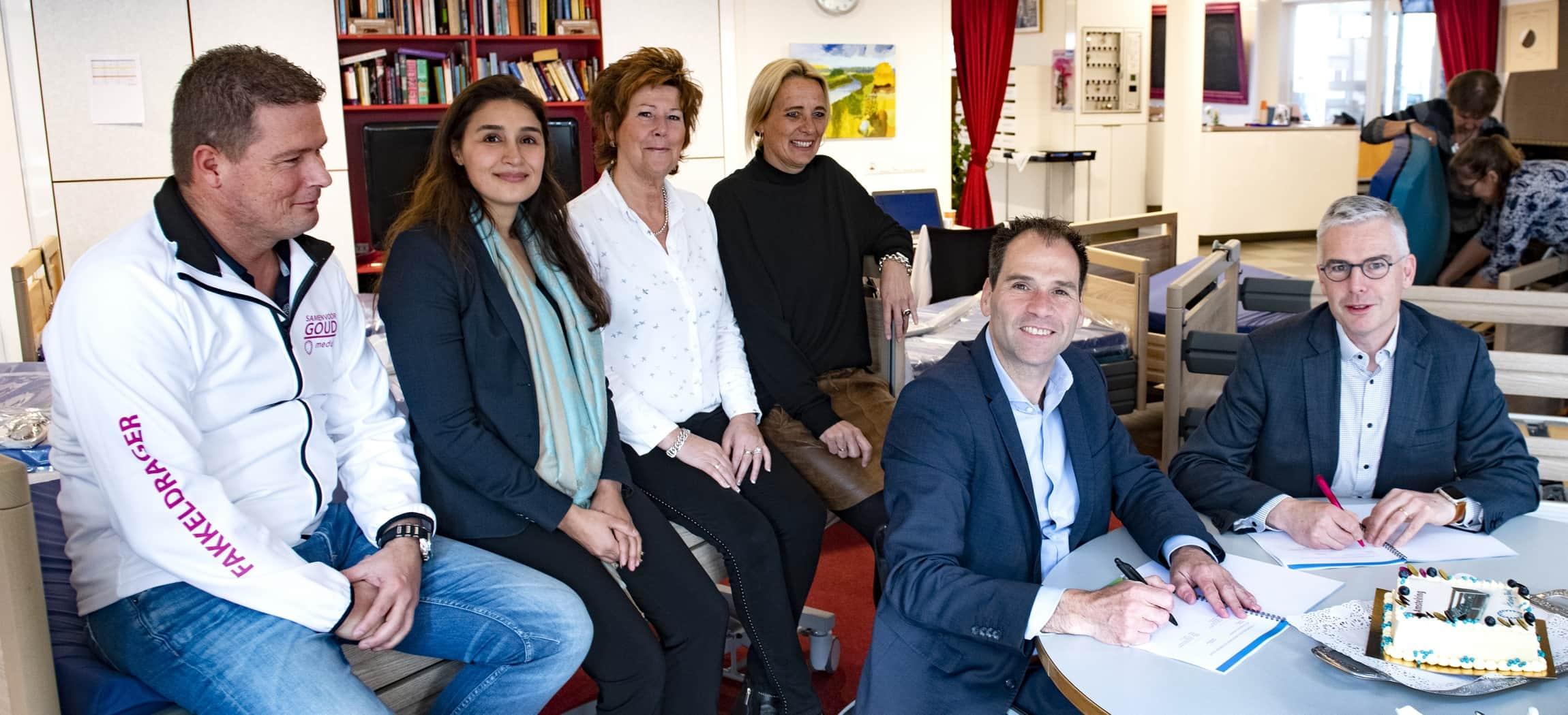 Ondertekening samenwerking Harting-Bank voor 1.400 nieuwe bedden in verpleeghuizen Amstelring